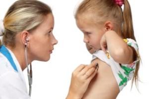 Причины и признаки проявления кашля у детей без проявления температуры