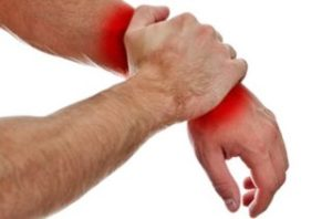 Проведение операции, как самый эффективный метод лечения гигром