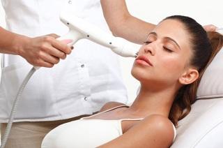 Лазерная терапия акне на лице.