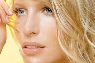 Симптомы и признаки проявления на волосах и лице.