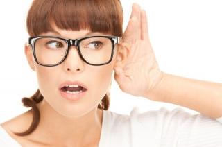 Причины проявления тугоухости у взрослых и детей.